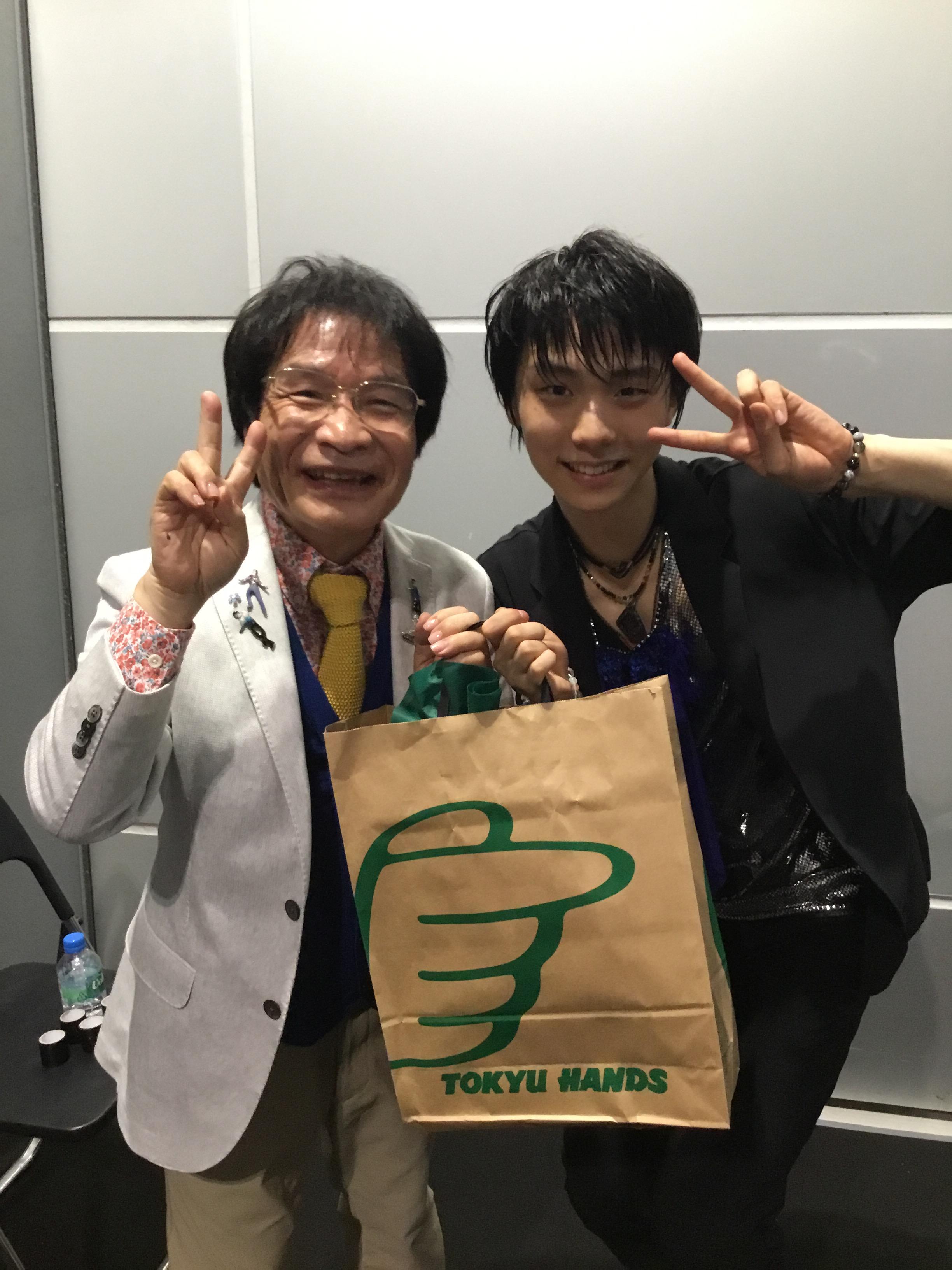 尾木ママも幸せそう。カッコいい羽生結弦選手とのツーショット写真を新たに公開&能登直撮影の写真がどれも素敵