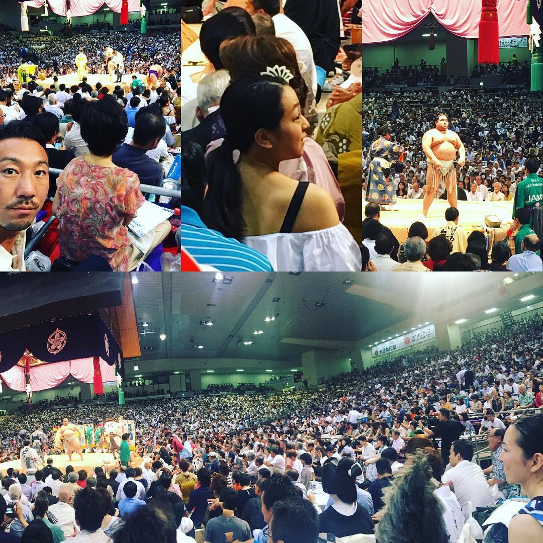 相撲観戦中の浅田真央ちゃんを後ろからの撮影に成功。肩を出した背中がセクシー