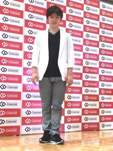 宇野昌磨選手がコラントッテ宇野昌磨モデル発売記念イベントに登場「最大限のおしゃれしてきた」ジャケット姿に歓声が上がる