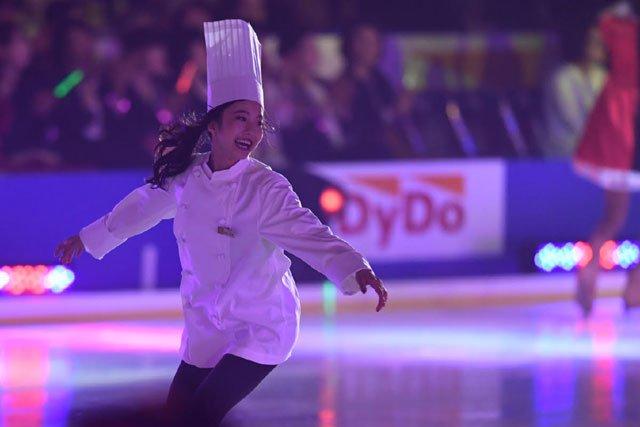 プリンスアイスワールド2017東京公演。本田真凜がパティシエ姿でジャンプ&スピンを披露