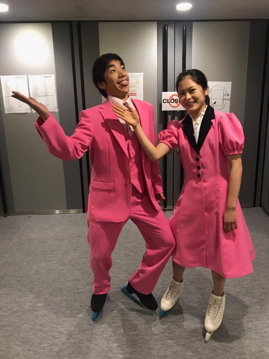 織田信成&宮原知子が昭和の漫才コンビに?全身ピンク色の衣装で渾身のツッコミを披露