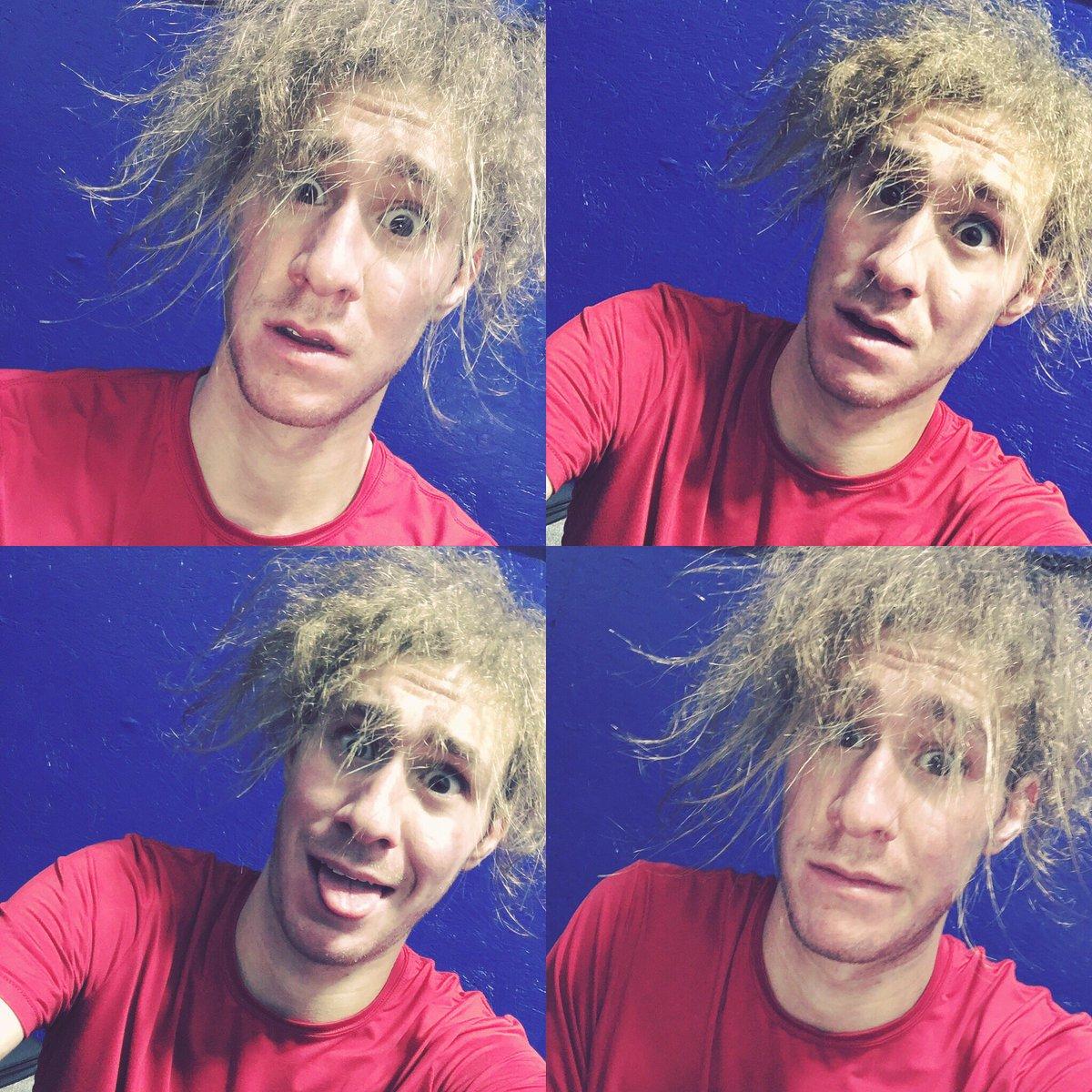 ジェイソン・ブラウンの髪の毛が爆発?大変な事になってる
