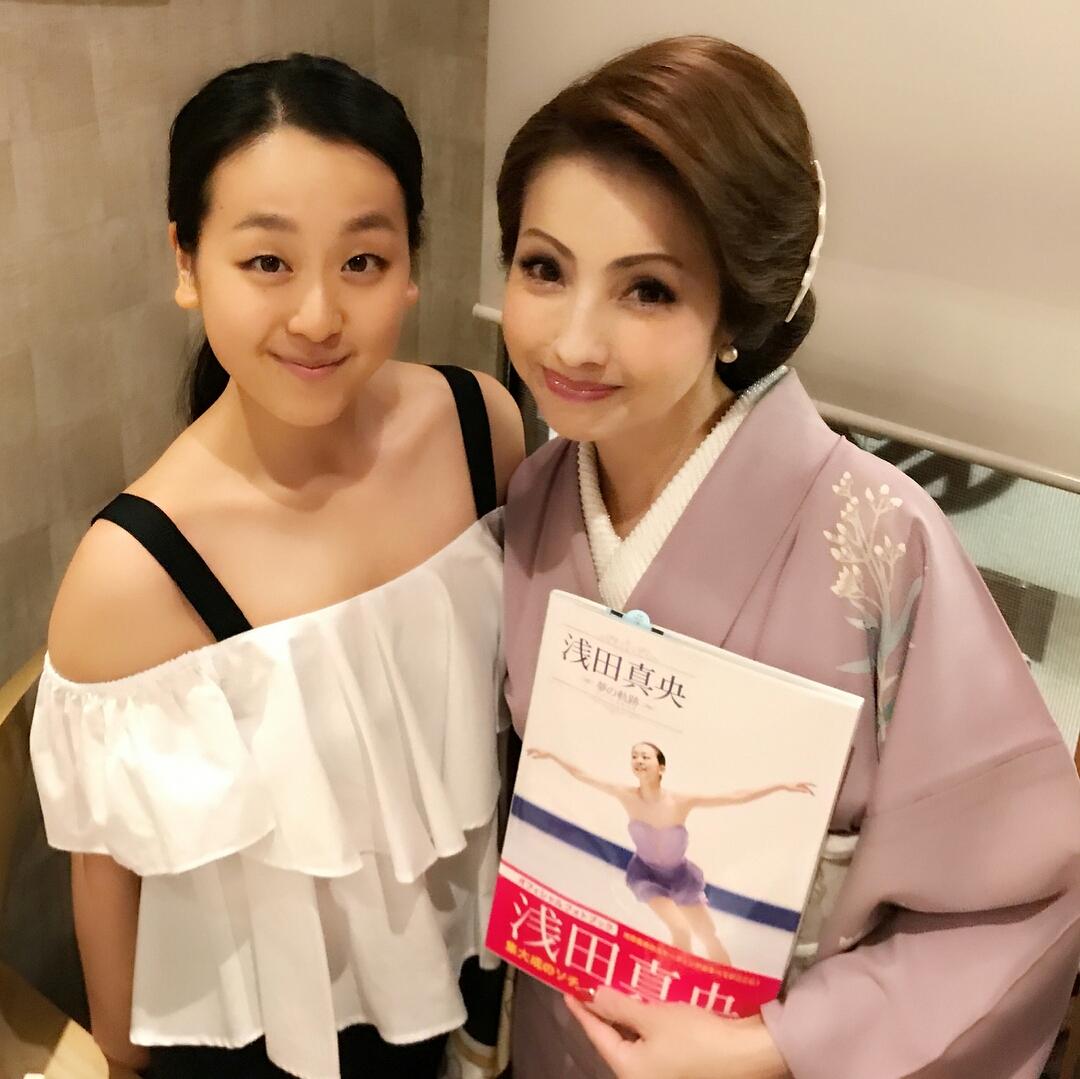浅田真央と白鵬名古屋後援会会長とのツーショット写真を公開。真央ちゃんの透明感が凄い