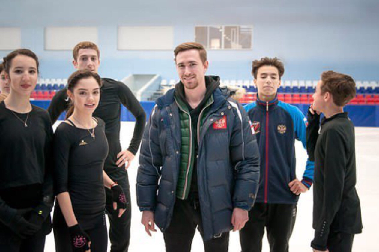 メドベージェワ選手がロシアでもアイリンの手袋を愛用。使い易いように短くして使ってる