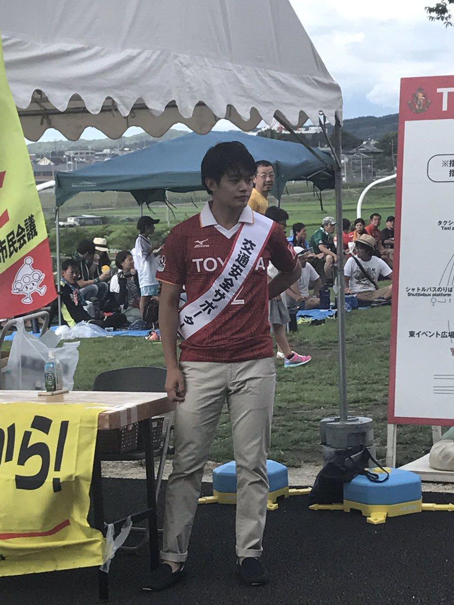 大人の色気を醸し出してる?小塚崇彦さんが交通安全キャンペーンイベントに登場。握手できたファンは歓喜。