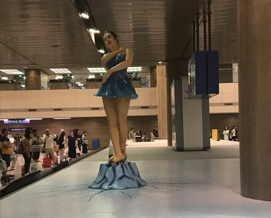 韓国仁川空港に設置された「キム・ヨナ像」に韓国国内でも不満の声続出!その理由とは?