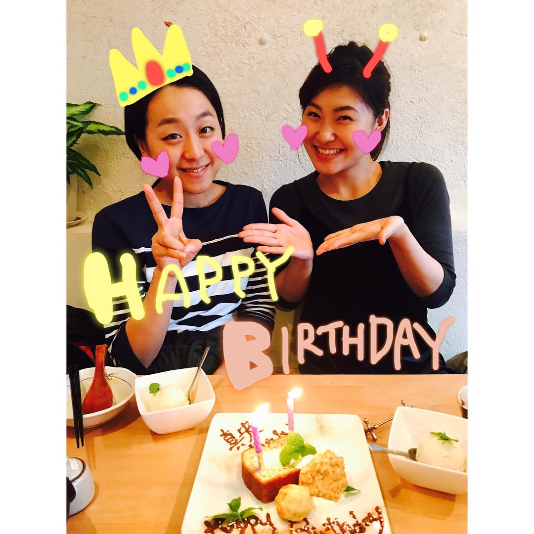 2日遅れのお誕生日おめでとう会。村上佳菜子が浅田真央とツーショットで誕生日を祝福