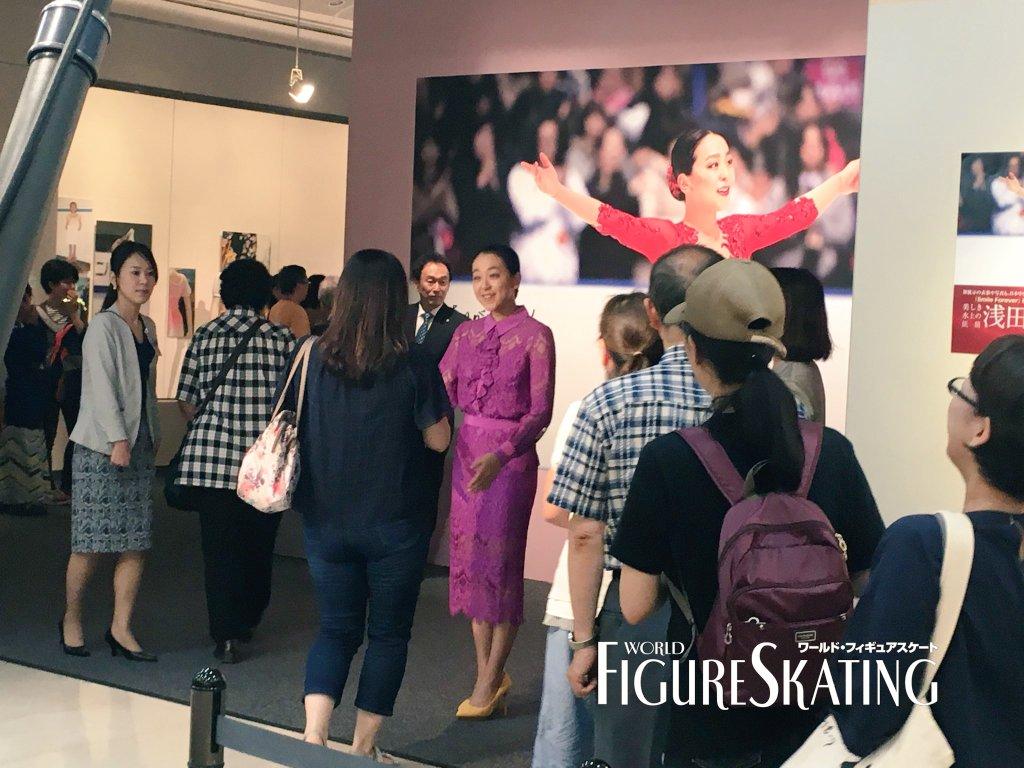 浅田真央が展示会でお出迎えサプライズにファンびっくり「本物?」