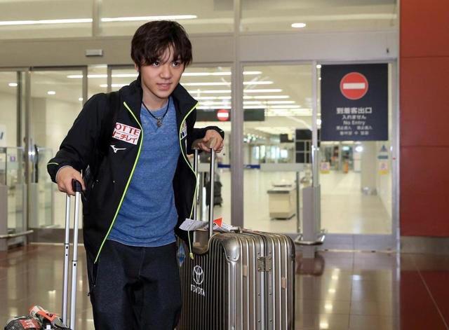 ロンバルディア杯で優勝した宇野昌磨選手。帰国した際に空港で出待ちするファンが沢山いる