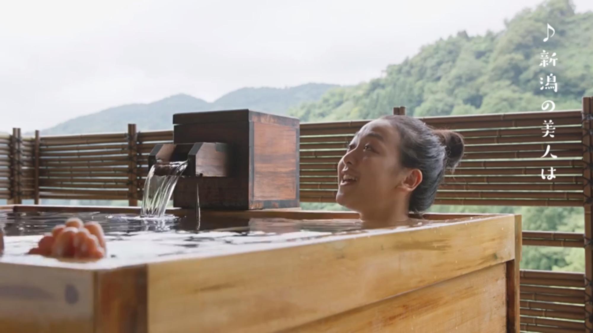 浅田真央がCMで温泉に入浴。セクシーショットにファンは大興奮