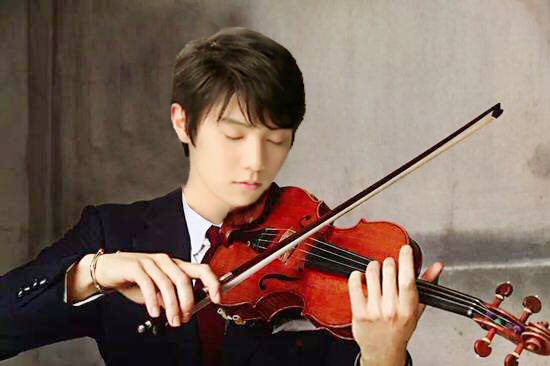 芸術系の分野はどれもお得意様?羽生結弦選手のバイオリンやピアノを弾く姿がとても似合ってる。