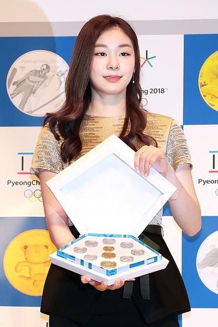 キムヨナが登場。平昌五輪記念コインと2000ウォン紙幣を初公開