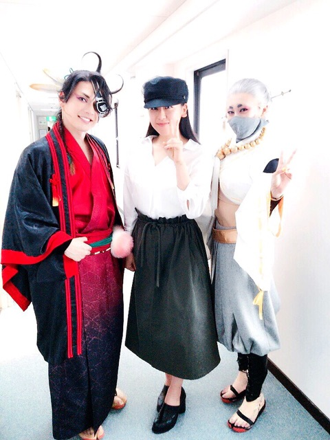浅田真央が姉・浅田舞の舞台を観劇。大人っぽい服装がオシャレで可愛らしい