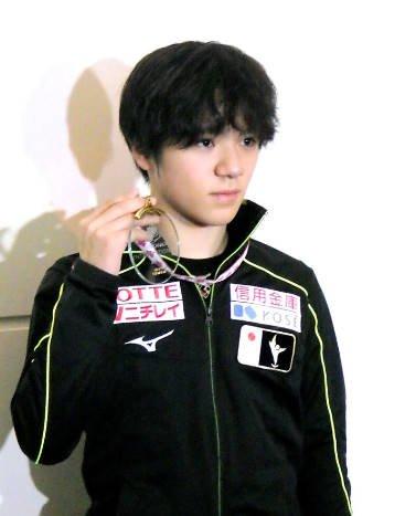 スケートカナダ大会で優勝した宇野昌磨が帰国。平昌五輪まで100日「何でも1から作り直せる」