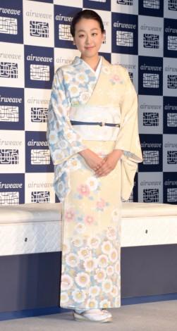 浅田真央が菊池寛賞を受賞。氷上での華麗な演技は「残した記録以上のものを人々の心に刻んだ」