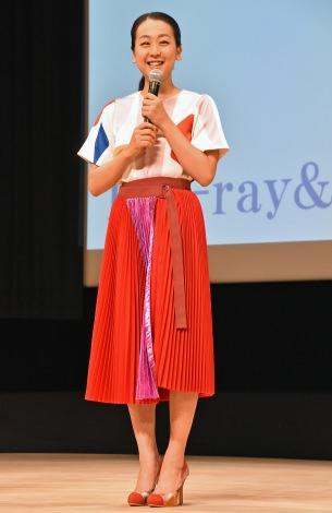 DVD発売記念イベントに浅田真央が登場。競技生活を振り返りタラソワコーチのハグは「ポニョポニョ」と明かす