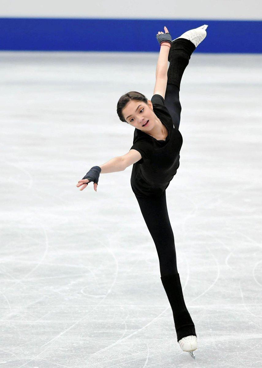 女王メドベージェワ、米記者がNHK杯優勝を予想。「視線はすでに平昌を向いている」