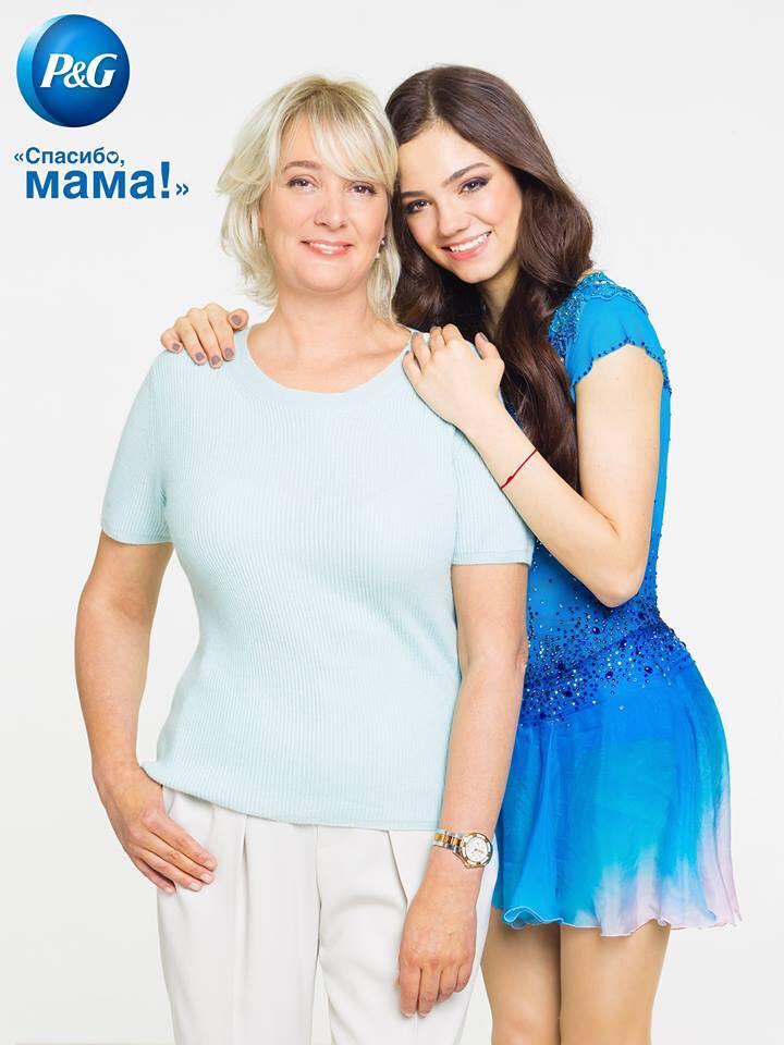 ロシアのP&G「ママの公式スポンサー」キャンペーンにメドベージェワ選手を起用。母親とのツーショットポスターを公開