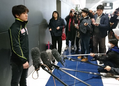 宇野昌磨「何も達成できなかった」と淡々、2位だったフランス杯から帰国