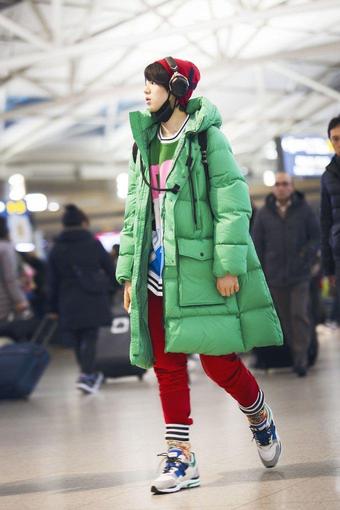 韓国からクリケットに向かうジュンファンのファッションがカラフルで目立ってる(笑)