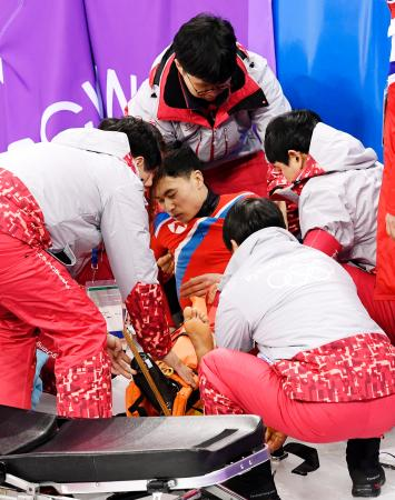 北朝鮮選手が練習…転倒・搬送、取材には応じず