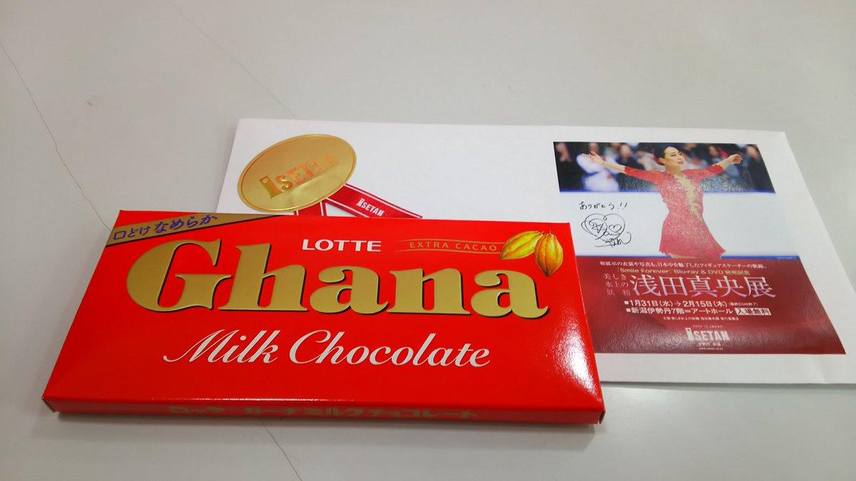 浅田真央展に本人がサプライズ登場!来場者に先着でチョコレートをプレゼントする神対応。感きわまって涙を浮かべるファンも。