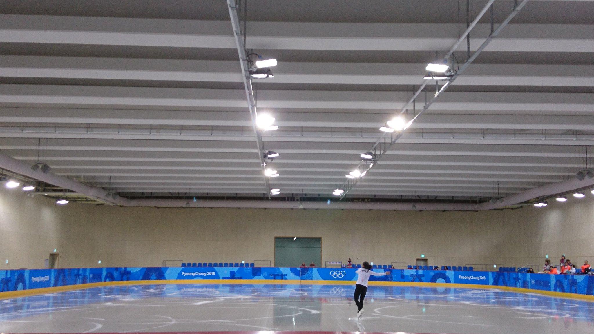 坂本花織 初練習で右腰付近を強打!それでも笑顔「脳みそが凍りそうです」