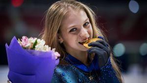 13歳トルソワ、驚異の4回転ルッツに成功! 「現実?合成じゃないの?」と話題沸騰