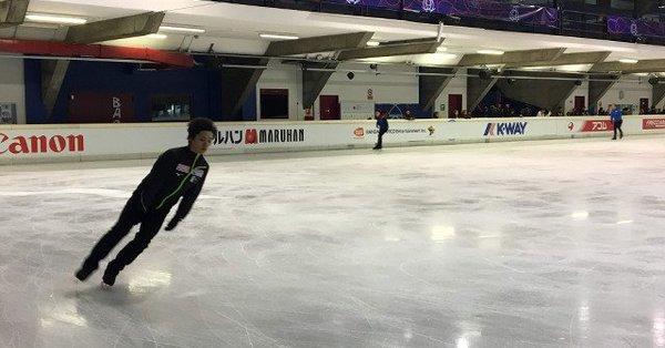 宇野昌磨は右足ひきずり会場へ、、練習はジャンプ含め20分行った模様。練習詳細!