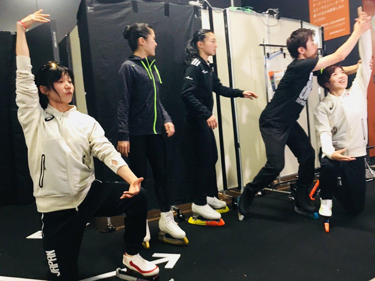 スターズ・オン・アイス、小平奈緒、高木美帆とフィギュアメンバーで団体追い抜きで共演 隊列も鮮やか