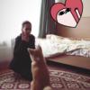 """ザギトワ、愛犬マサルは""""かしこ可愛い""""? 「お座り&伏せ」マスターになでなで"""
