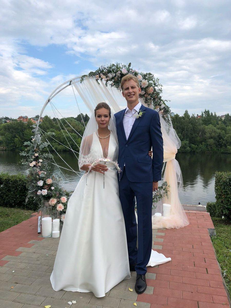 7月14日 アンナ・ポゴリラヤの結婚式!素敵なウェディングドレス姿が!