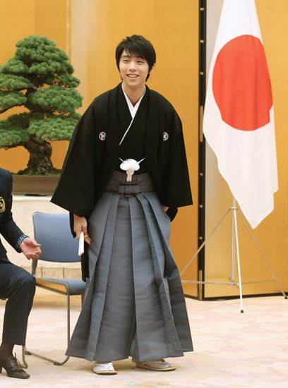 羽生結弦が国民栄誉賞授与式で着用した袴は