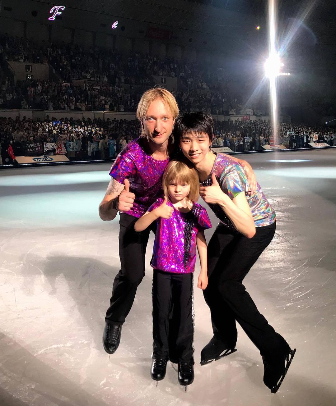サーシャが素敵な写真を公開!「パーパとユヅル・ハニュー、2人で6個のオリンピックメダル!金が4個と銀が2個」