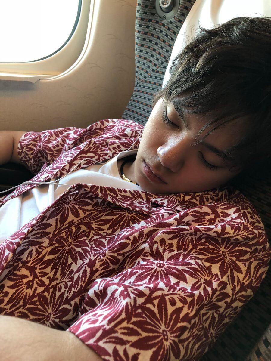 宇野昌磨が夏休み最後のアイスショーを終えた事を弟が報告!寝顔をアップ!