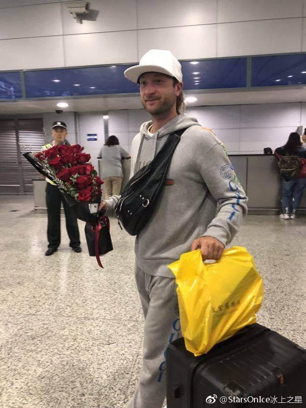 プルシェンコとフェルナンデスが上海に到着!サッカー大好きコンビ!