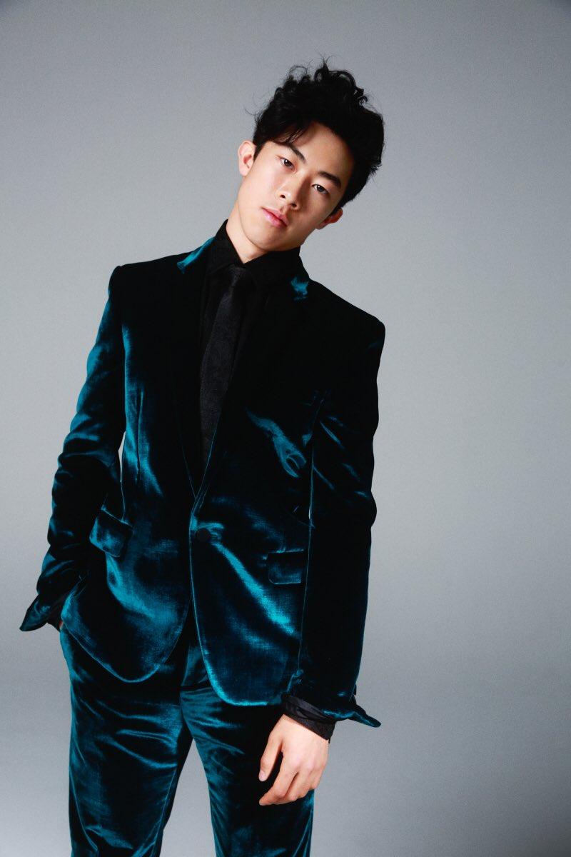 「SPUR11月号で、ネイサン・チェン、踊る」サンローランのスーツでバシッと決めたネイサンが!