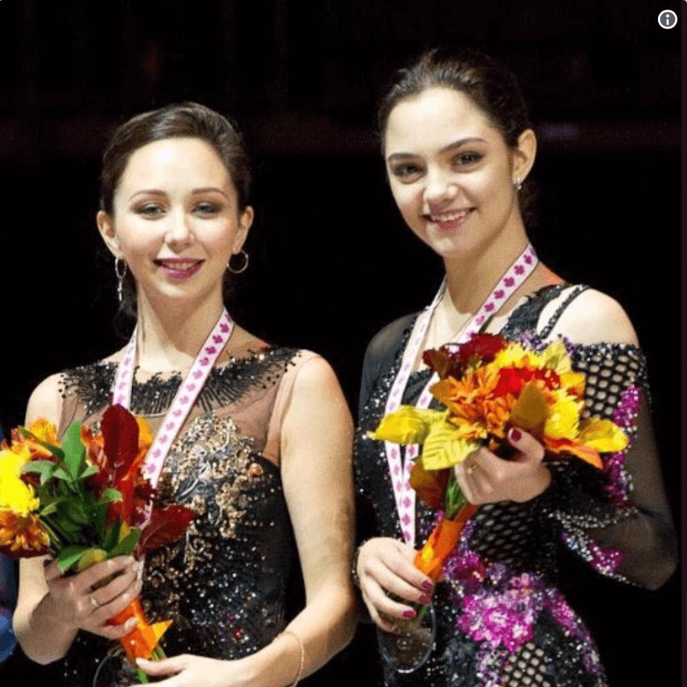 """復活のトゥクタミシェワ、メドベとの""""新旧女王""""2ショットが「美しい」と大反響"""