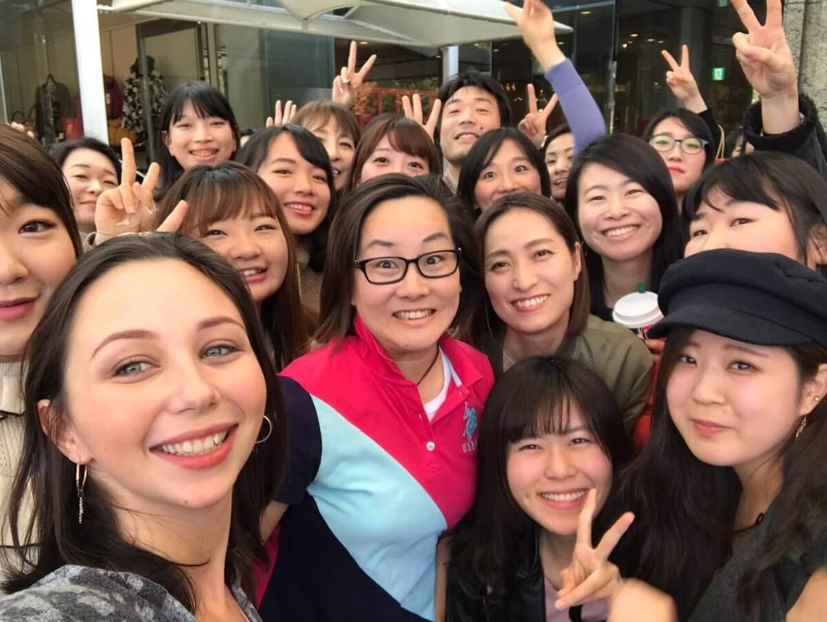 リーザがファンとの写真を日本語でツイート!「200人ものファンが会いに来てくれたの!」