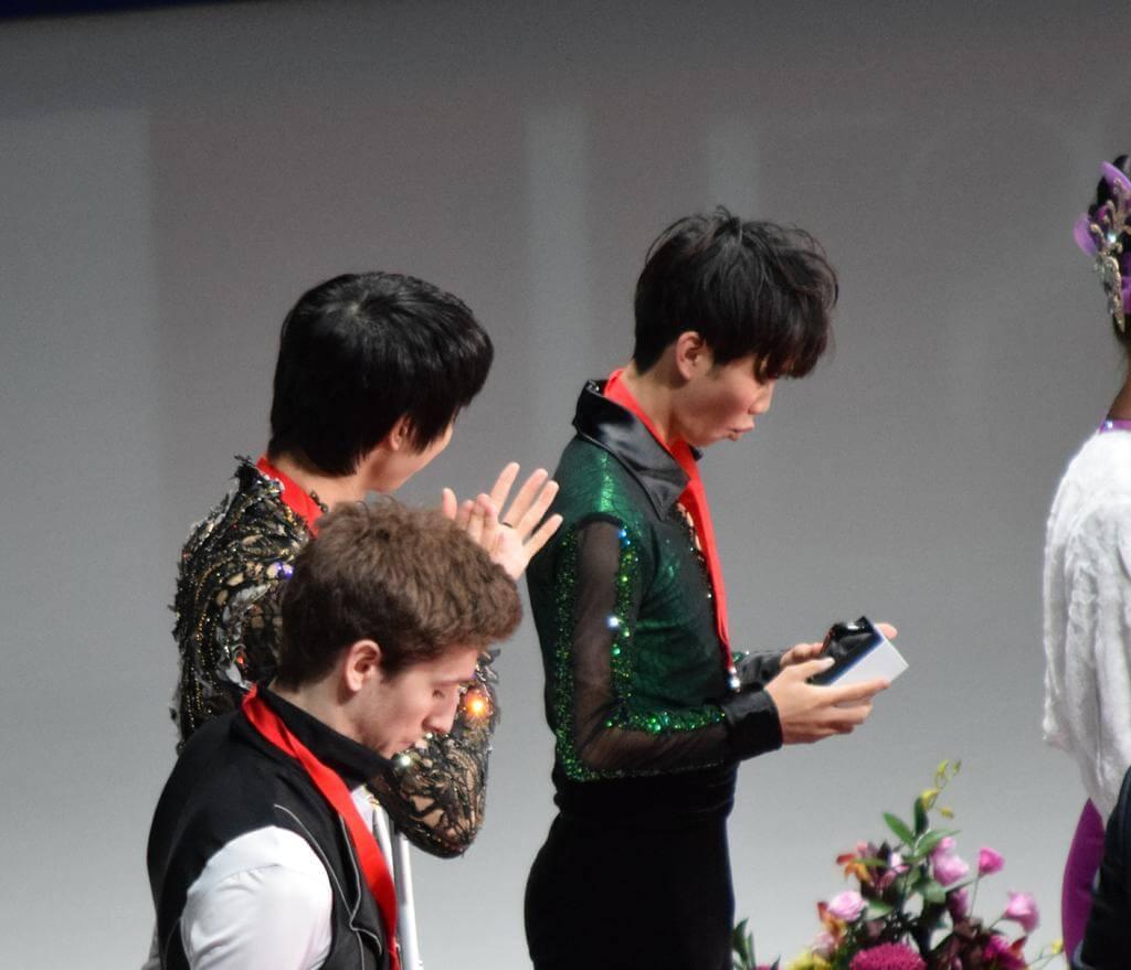 友野一希「目標の1つだった」羽生と一緒の表彰台に感激!時計にも感激!w