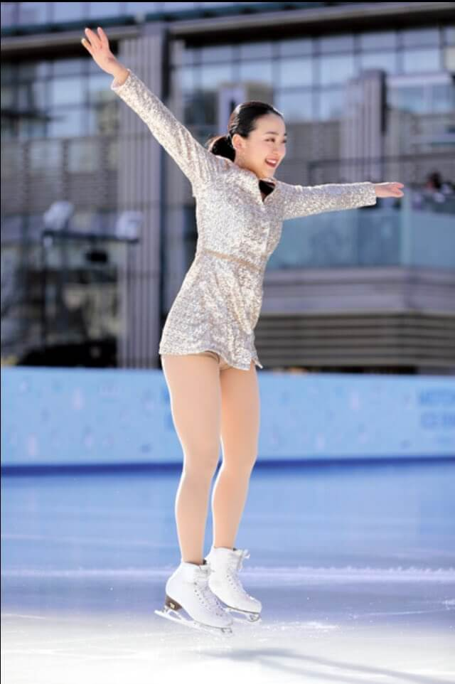 """浅田真央が東京ミッドタウンで""""滑り初め""""!坂本、紀平らにエールも。"""