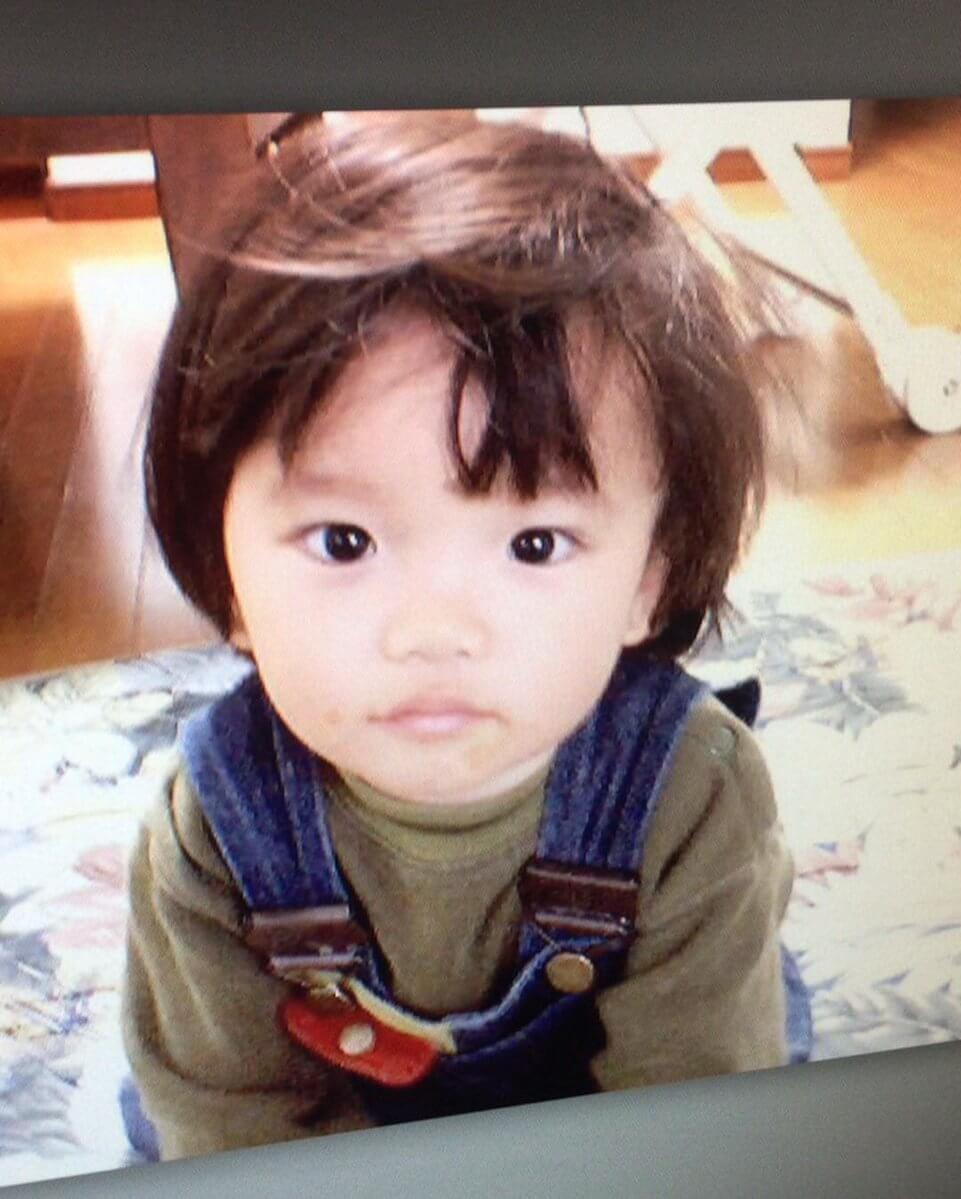友野一希がアップした幼少期の写真が可愛すぎると話題にwww