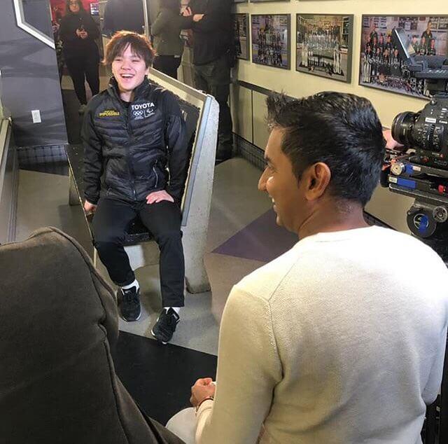 宇野昌磨が笑顔でインタビューを受けてる画像が公開!ピカピカの笑顔!