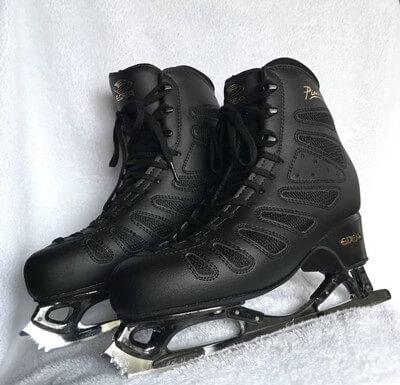 羽生結弦のスケート靴が712万円超でオークション〆切!残り1時間で300万円以上急騰!