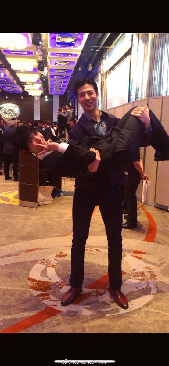 柳鑫宇がついにバンケットでの羽生結弦のお姫様抱っこの写真をアップ!!今までで一番凄い角度wwww
