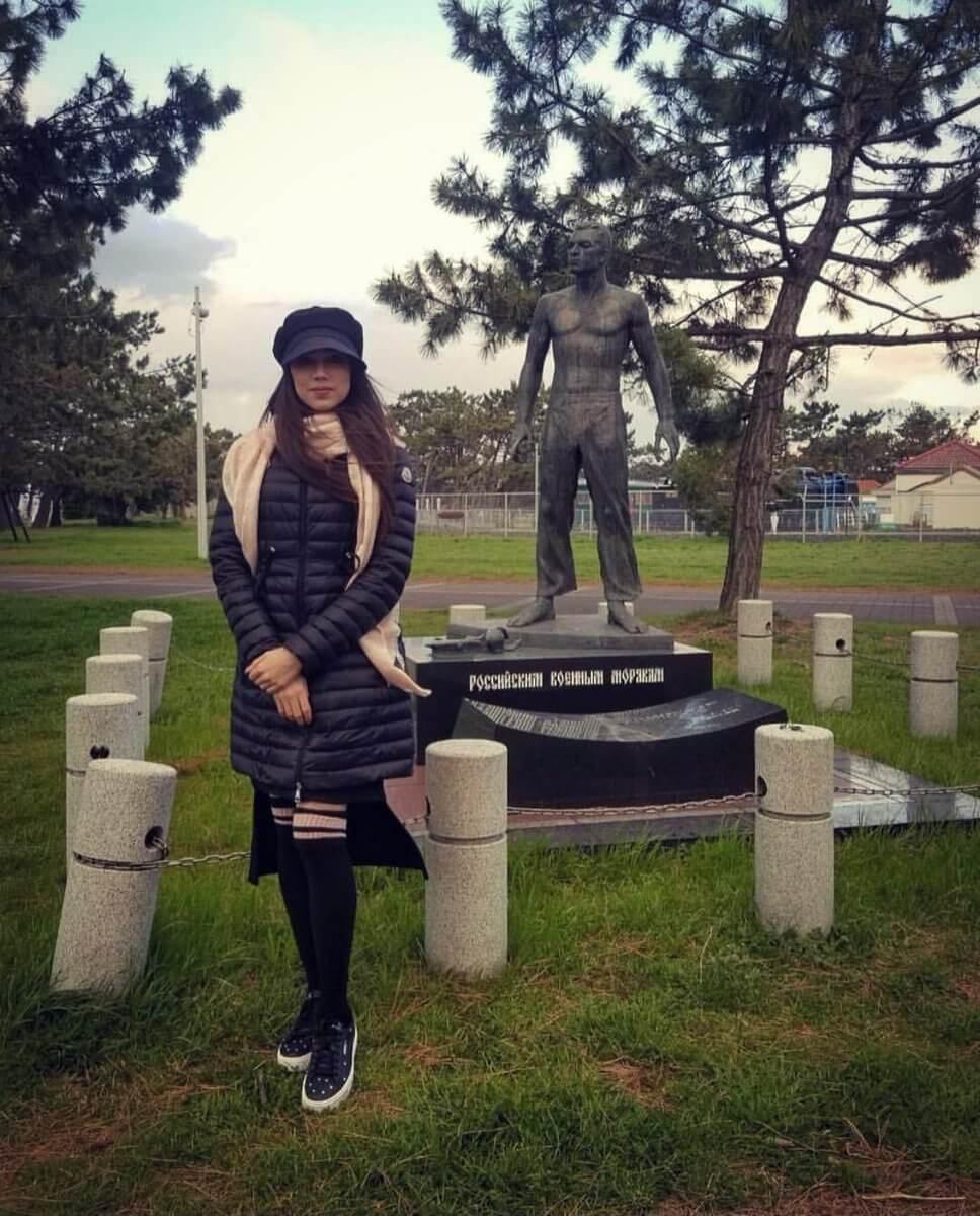 ザギトワが日露友好記念碑を訪問。インスタにもアップ!