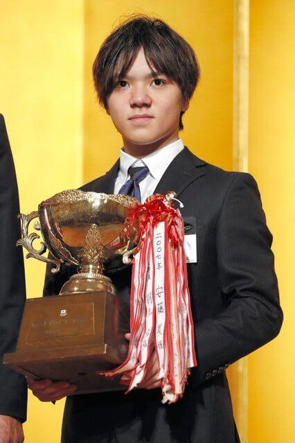 最優秀選手に宇野昌磨!優秀選手章に羽生結弦! 日本スケート連盟が表彰式。