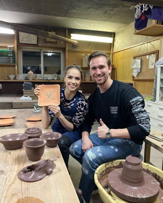 【映像あり】アリーナ・ザギトワ、陶芸に興味を持つ! マサルエプロンをして…ダニイル・グレイヘンガウス 氏 と一緒に…