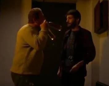【映像あり】ジョージアのTVドラマに 羽生結弦 の名前が! 「…10分したらフィギュアスケートが始まる。(ケーブルテレビに)ユズルハニュウが出るんだよ。ビールも手にしたから来い来い」 そしてTVがないことに気づく 「どういうことだ…俺のユズルハニュウ…」