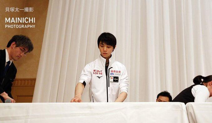 NHK杯 前日会見の終了後、一人舞台上に残って従業員の撤去作業を手伝う 羽生結弦 の姿が…!